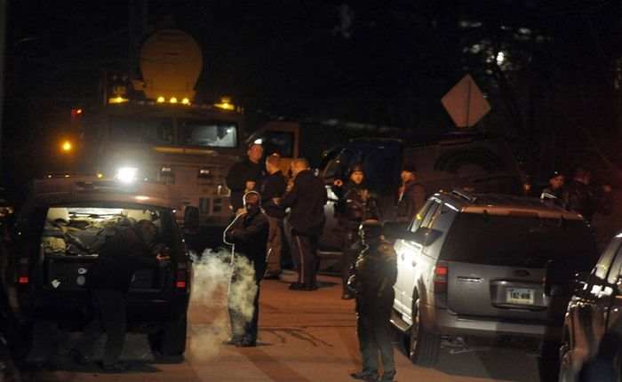 Norwich police officer shot in armed standoff, Photo 2 of 5