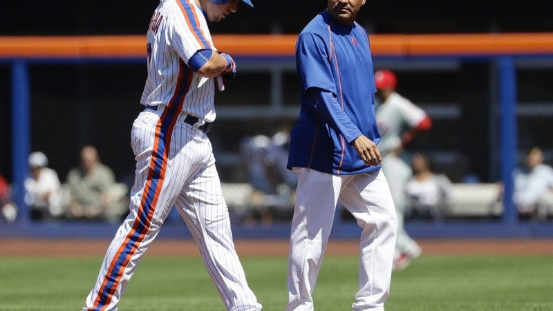 Mets fall short as Ellis gets big hit in Phillies' debut