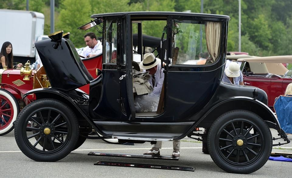 Bill Lillie packs up his 1922 Detroit Electric Coupe as he prepares to leave the New England Concours D'Elegance on Sunday, June 18, 2017 at Mohegan Sun.  (Sarah Gordon/The Day)