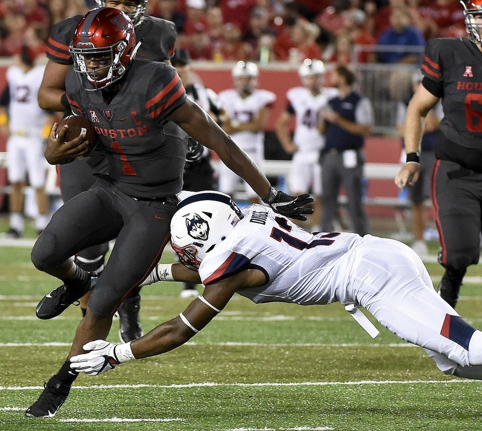 UConn linebacker Vontae Diggs attempts to tackle Houston quarterback Greg Ward Jr. during last year's game in Houston. (AP Photo/Eric Christian Smith)
